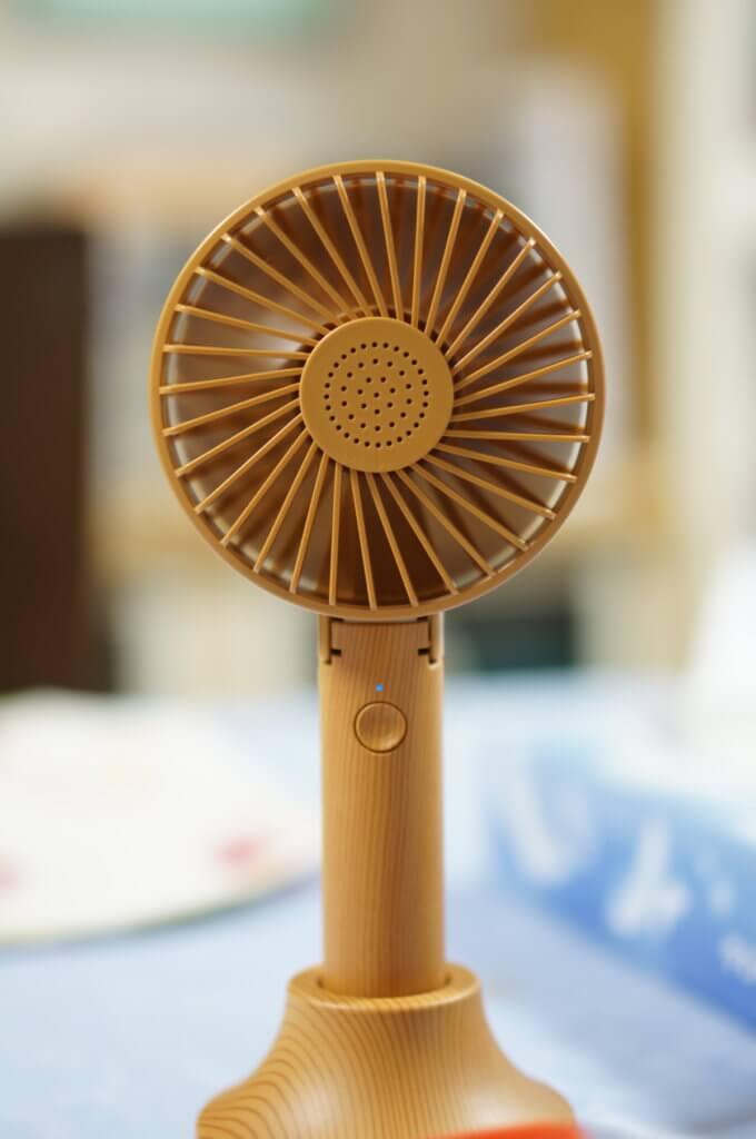 茶色の卓上扇風機